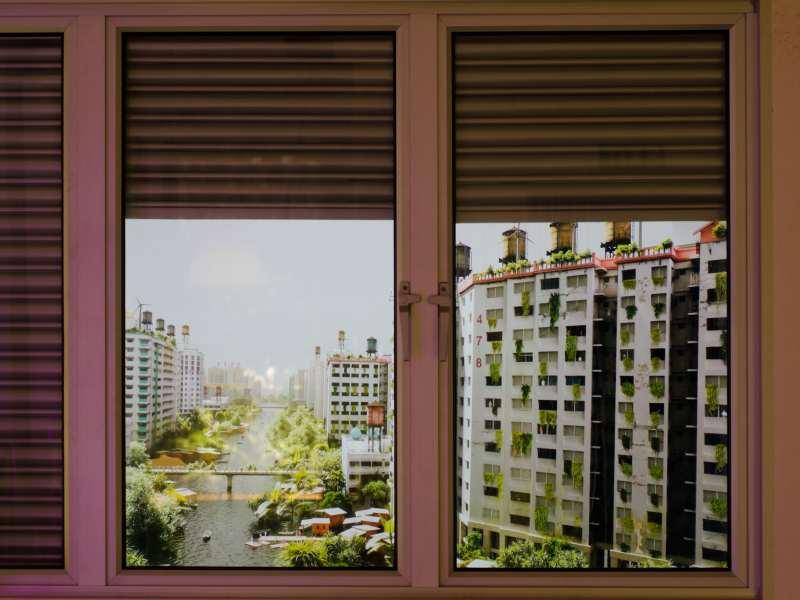 آپارتمانی در یک ویرانشهر – انسان آینده مشغول قایقرانی، شکار و گردآوری