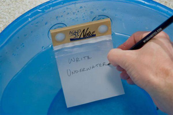 نوشتن با مداد در زیر آب