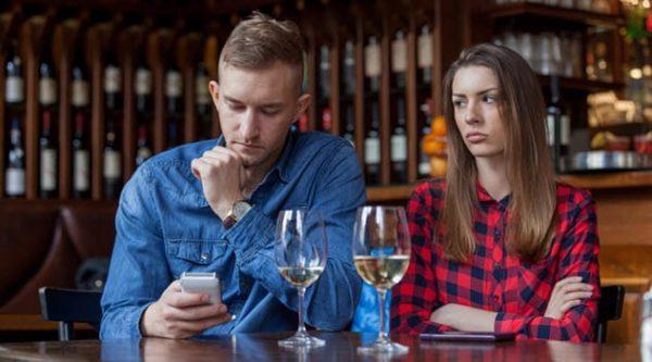 پیامدهای مخرب اعتیاد به گوشی و شبکه های اجتماعی