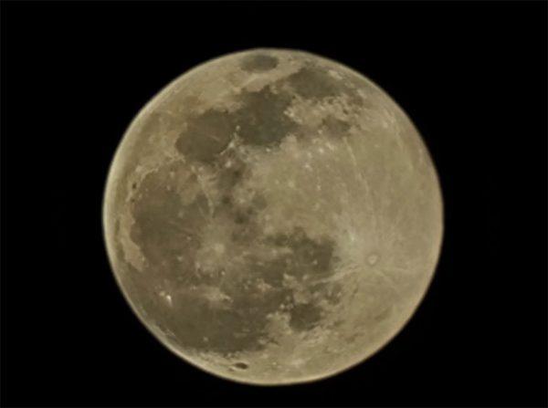عکس ماه گلکسی اس 21 اولترا