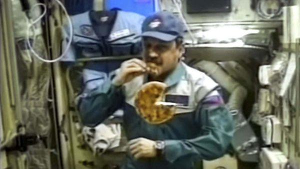 پیتزا در فضا