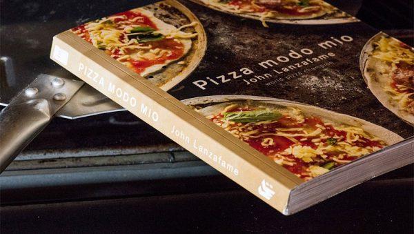 کتاب در مورد پیتزا
