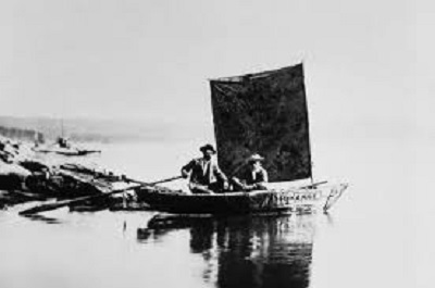 قایقرانی در رودخانه