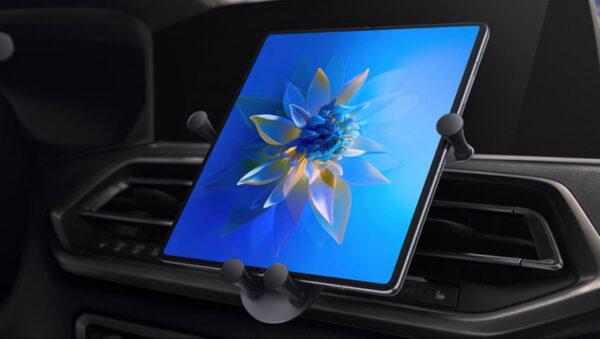 هواوی میت ایکس 2 در خودرو
