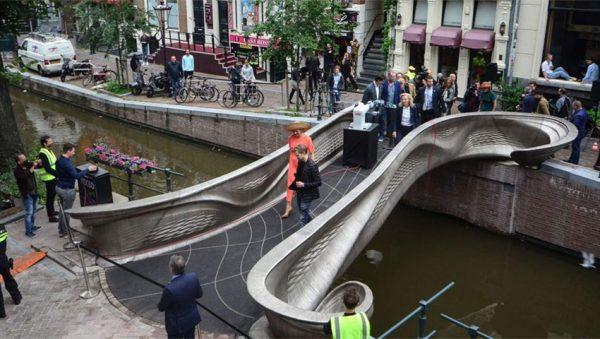 افتتاح پل حاصل از چاپ سه بعدی